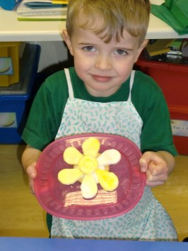 We made delicious daffodil biscuits.